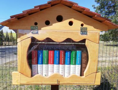 Karmnik dla książek