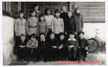 Zdjęcie klasowe (kl. IV) rocznika 1963